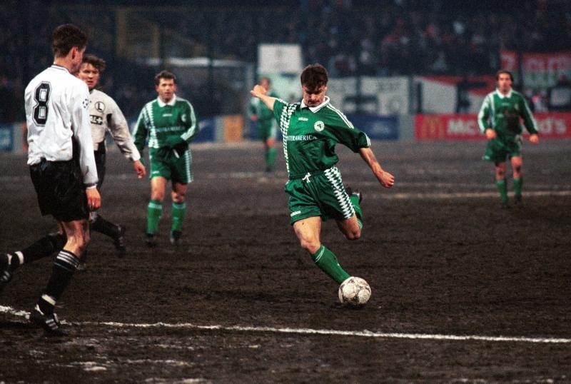 W rewanżowym spotkaniu Panathinaikosu z Legią w 1/4 finału Ligi Mistrzów dwa gole dla rywali zdobył polski napastnik Krzysztof Warzycha (na zdjęciu z pierwszego spotkania w Warszawie).